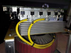 inversor de tension semiconductores sobre disipador
