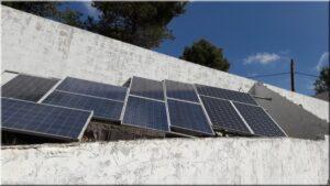 Trabajos de instalación fotovoltaica en una finca
